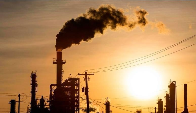 تراجع أسعار النفط عالميا للمرة الأولى في غضون أربعة أيام