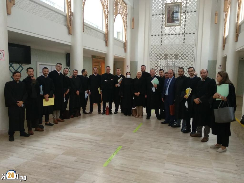 جمعية المحامين الشباب تلبس السواد وتنزع الياقة البيضاء احتجاجا على الأوضاع المتردية للعدالة بالمغرب