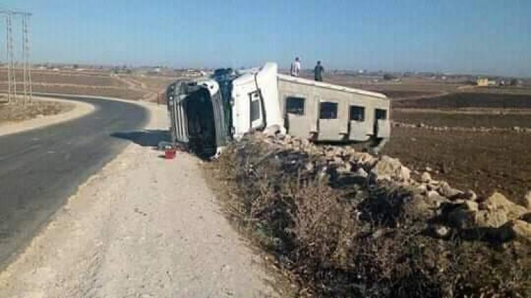 انقلاب شاحنة محملة بعلف الدواجن بأحد المنعرجات الخطيرة بإقليم الجديدة