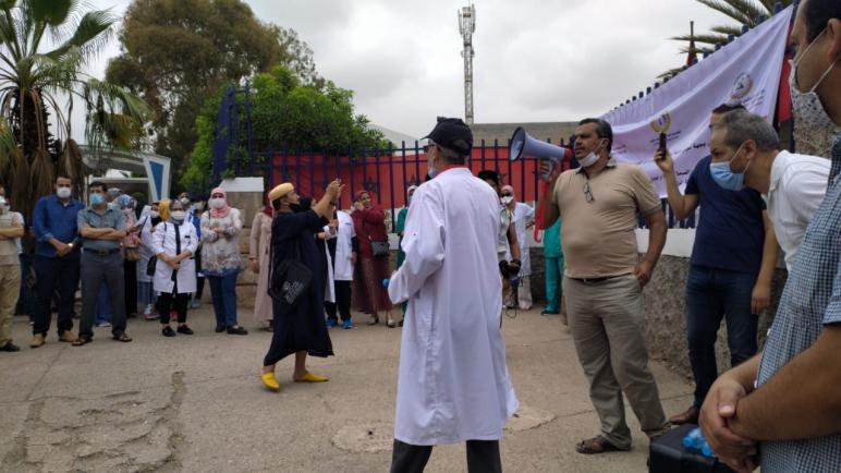 """""""اختلالات تدبيرية"""" ودعاوى قضائية ضد نقابيين تخرج الشغيلة الصحية بسوس للاحتجاج"""