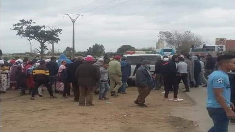 حافلة لنقل الركاب تدهس تلميذة بعد مغادرتها المدرسة بجماعة علال التازي وترديها قتيلة