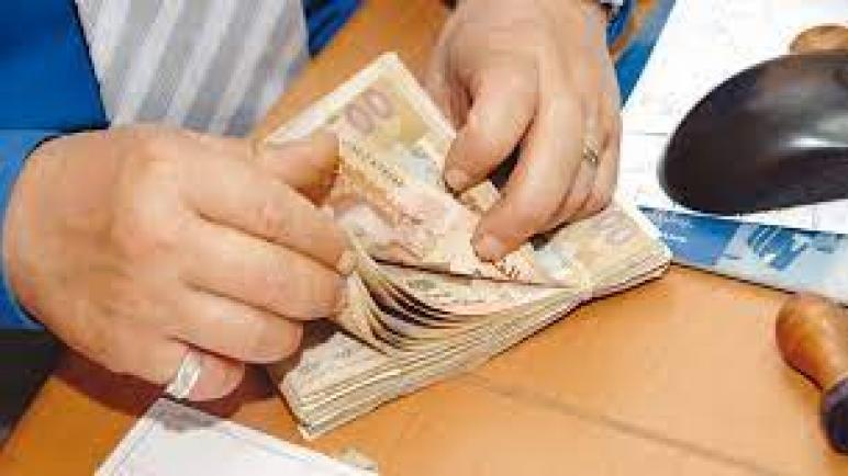 سعر صرف الدرهم يرتفع أمام الدولار ويتراجع أمام الأورو